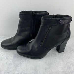 Clarks Black Leather Ankle Boots Size 11M Heels Zip Closure Clarks Collector
